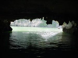Hang Hanh - Vịnh Hạ Long