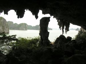 Hang Trống Hạ Long