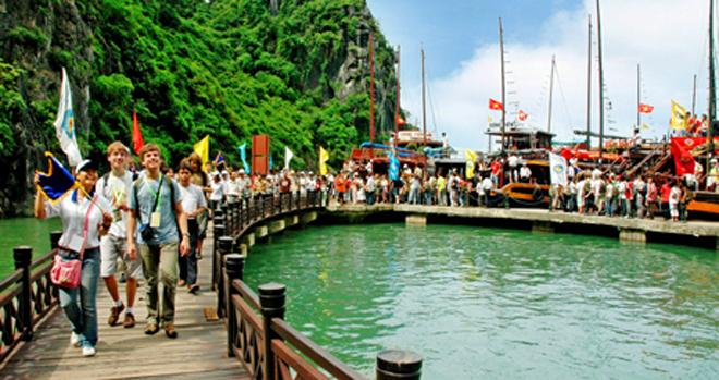 Giá tàu du lịch tham quan vịnh Hạ Long
