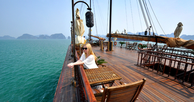 Giá du thuyền trên vịnh Hạ Long